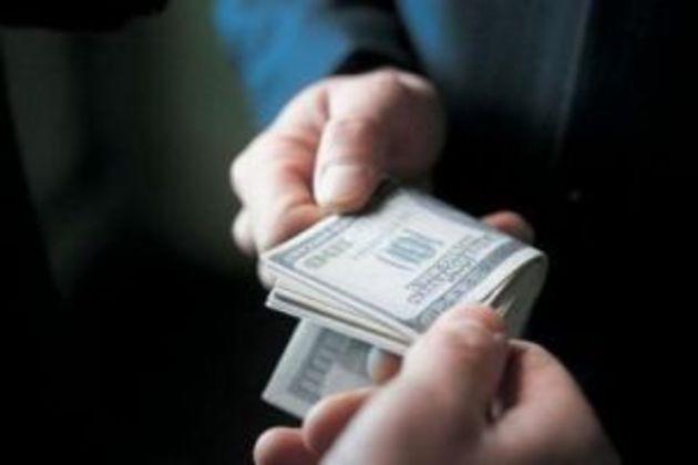 Корупція найбільше «розгулює» у податковій службі, найменше - у митниці