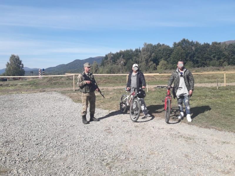 Нелегалів на велосипедах затримали напівшляху до ЄС