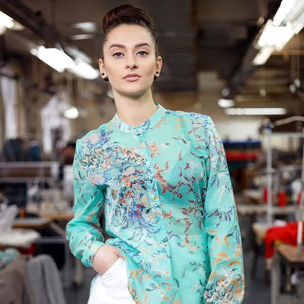 Не повірите  паризькі модниці в бутиках одягаються в одяг пошитий в ... f4cacf57acae2
