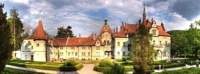 Чому граф Шенборн побудував замок у Карпатах?