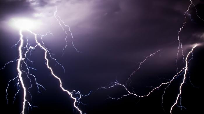 На Закарпатті штормове попередження. Очікуються грози, місцями сильні зливи, можливий град