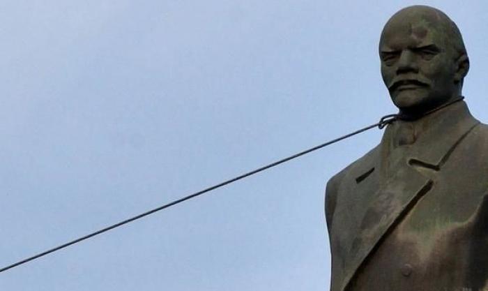 Закарпатське місто вирішило позбутись Леніна та заробити на ньому кругленьку суму