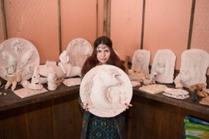 Закарпатка своїми виробами з глини підкорює Україну