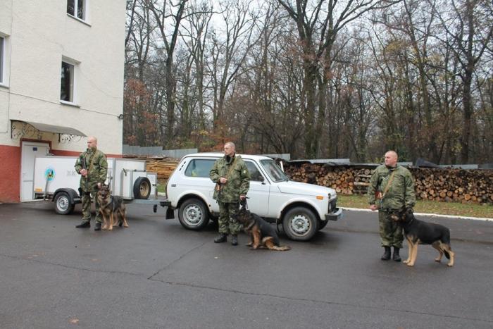Троє закарпатських кінологів посилять поліцію Донеччини