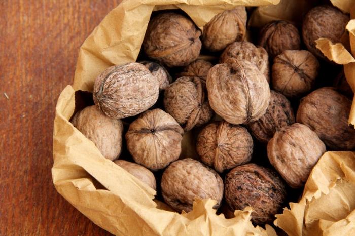 Закарпатські митники затримали вантажівку з волоськими горіхами на 40 тис. євро