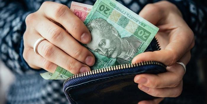 Стало відомо у яких сферах на Закарпатті отримують найбільшу офіційну зарплату