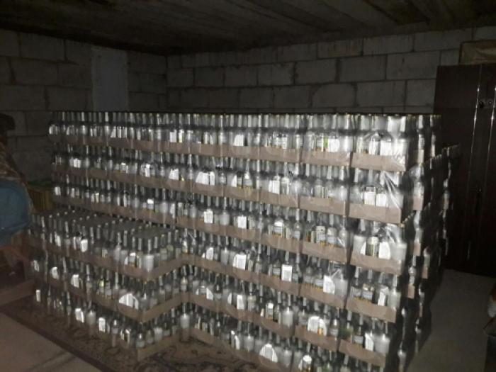 На Львівщині розливали, а в Закарпатті розпивали: зупинено масштабне виробництво фальсифікованої горілки