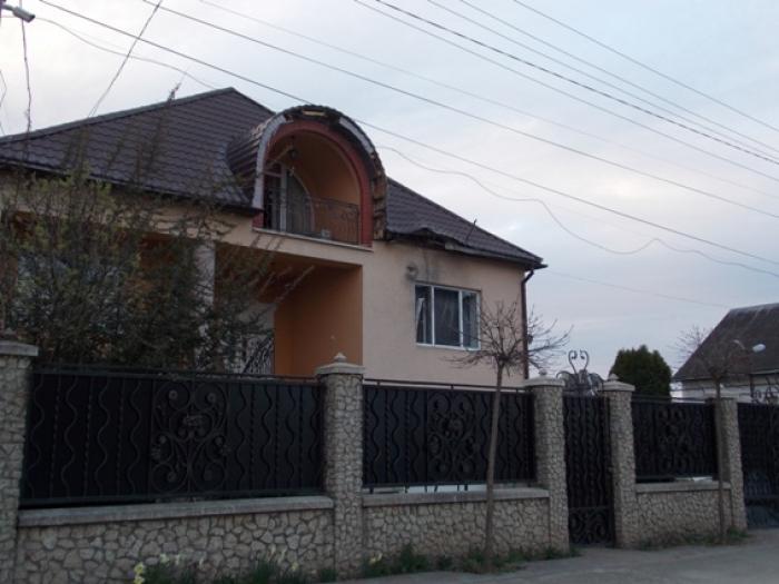 Невідомий обстріляв з гранатомета житловий будинок у закарпатському містечку