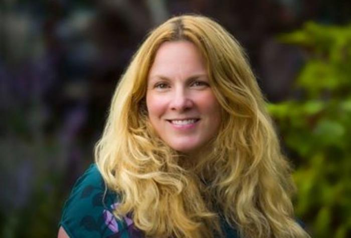 """Ірландська жінка-академік розповість в Ужгороді про молекулярні """"нюанси"""" старіння людського організму"""