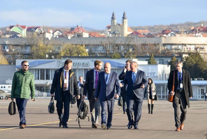 Скоро полетимо: в Ужгородському аеропорту встановили сучасне навігаційне обладнання