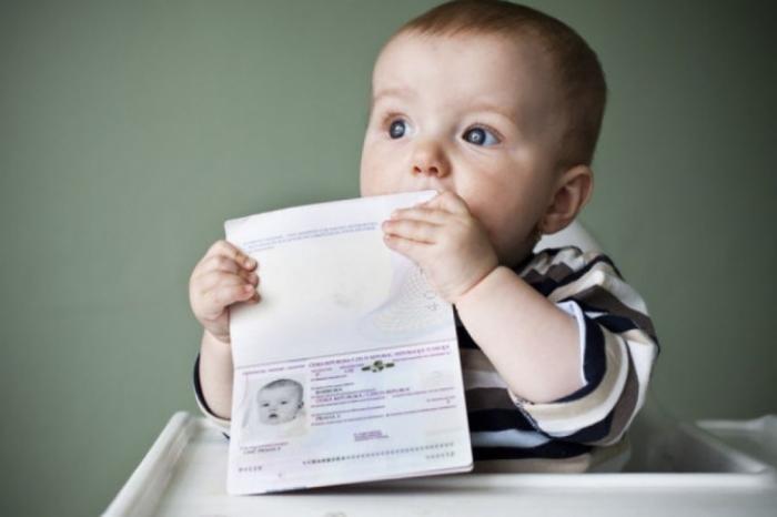 Як сьогодні Вам без проблем потрапити зі своєю дитиною за кордон?