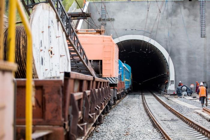 Вікно в Європу: на Закарпатті за 10 днів запрацює Бескидський тунель