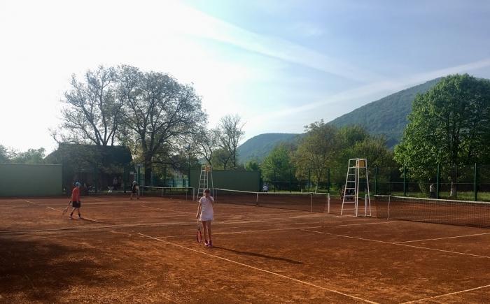 Великий теніс зібрав у Тячеві майже 150 учасників з усієї України