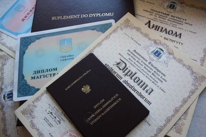 Де закарпатці можуть працевлаштовуватись за українськими дипломами