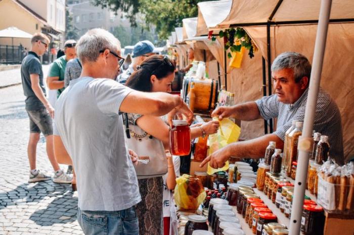 «Медовий спас»: участь в першому дні ужгородського фестивалю взяли пасічники та винороби із чотирьох районів Закарпаття
