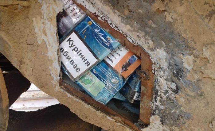 Український горе-контрабандист позбувся в Закарпатті цигарок і легковика!
