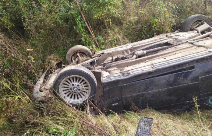 Між Ужгородом і Мукачевом лежить перекинуте авто – водія шукають ...