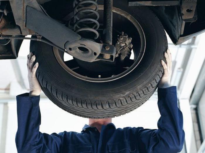 Чоловікам на замітку: ознаки шин, що вказують на проблеми з авто