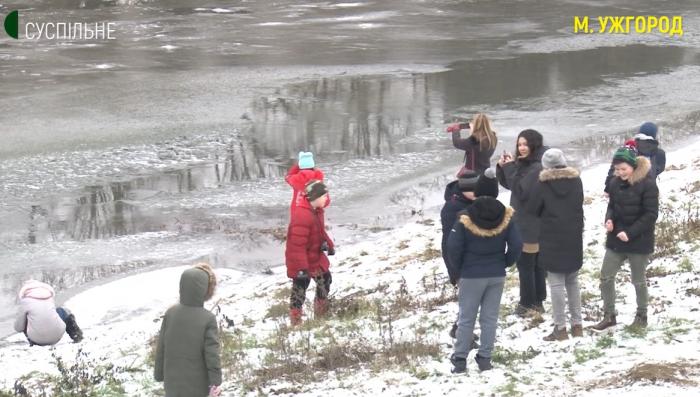 """""""Зелена школа"""": в Ужгороді діти вчилися фотографувати природу"""