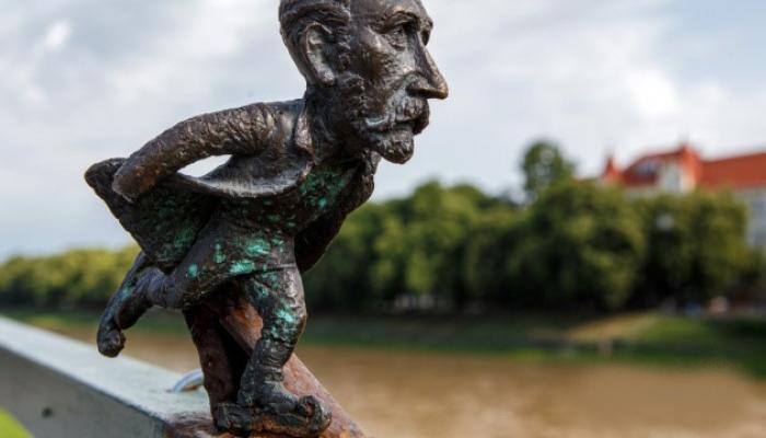 Екскурсії по-новому: в Ужгороді запустили унікальний проєкт аудіогідів